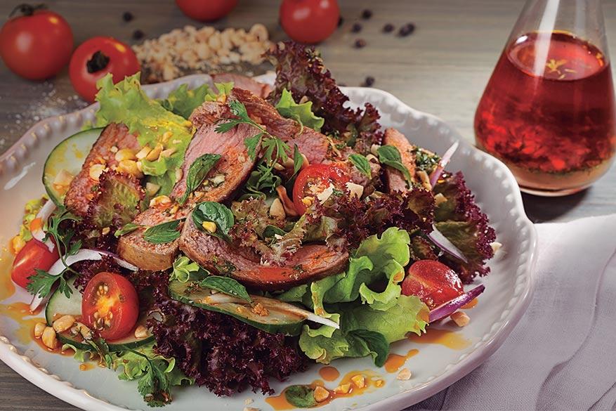 Ensalada de carne con vinagreta de jengibre